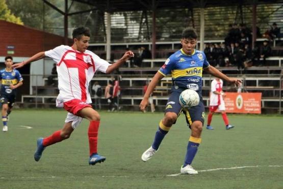 Estudiantes se recuperó y sumó su primera victoria en Valdivia