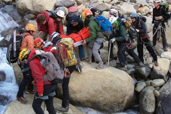 El segundo grupo que se unió a la búsqueda está conformado por 16 andinistas.