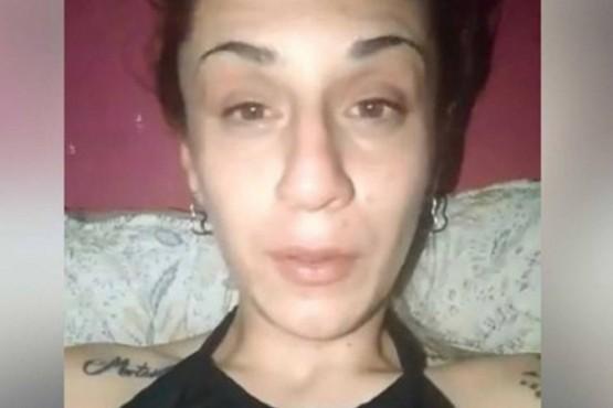 Quisieron violarla, la golpearon y tiraron a su hijo al río