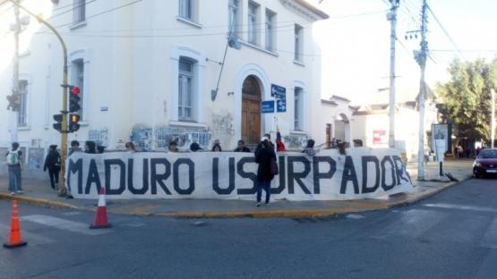 Venezolanos se manifestaron contra Maduro en el centro de Río Gallegos
