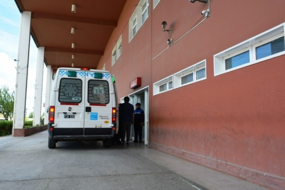 La mujer se encuentra internada en grave estado en el Hospital Regional.