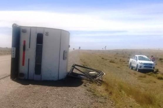Volcó camioneta y casa rodante cerca de Güer Aike