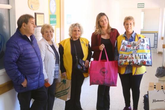 El Club de Leones llevó donaciones al bebé en el Hospital