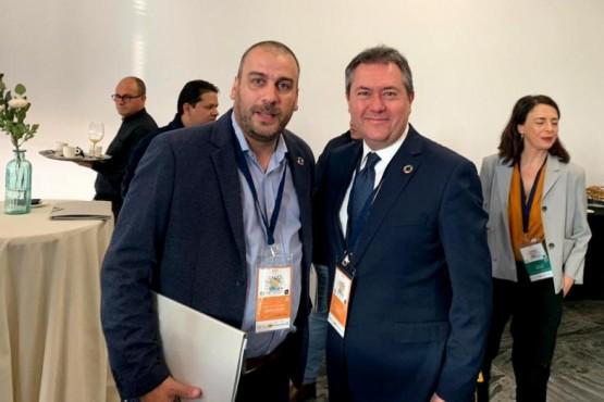 Prades viajó a España y se reunió con el alcalde de Sevilla