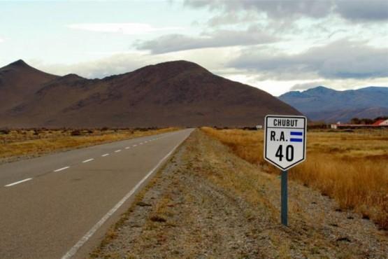 Murieron dos personas tras volcar y prenderse fuego el auto en la Ruta Nº 40
