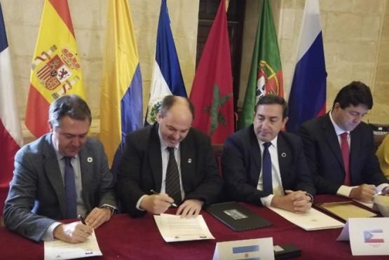 """Río Gallegos firmó """"memorando de entendimiento"""" con Ayuntamiento de Sevilla"""