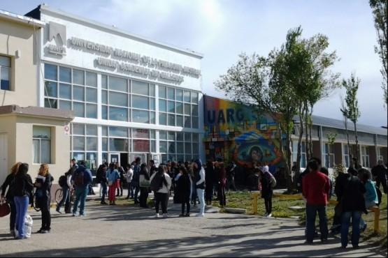 Alumnos de la UNPA piden mayor frecuencia de los colectivos