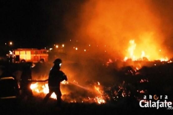 Bomberos salvaron del fuego una casa y galpones