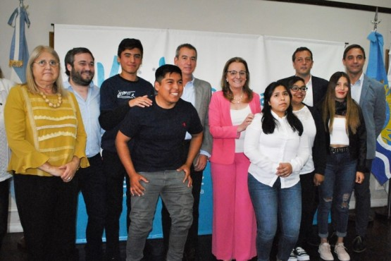 Firmaron convenio para que alumnos técnicos hagan pasantías en PAE
