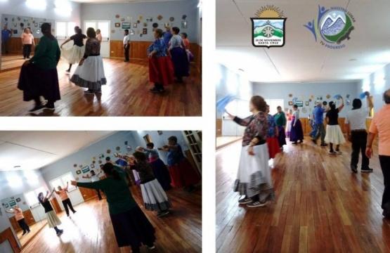 Taller de folclore para personas de la tercera edad