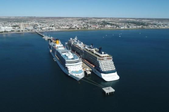 Dos grandes cruceros atracaron juntos en Madryn