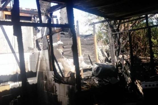 Importantes perdidas materiales al incendiarse una casa