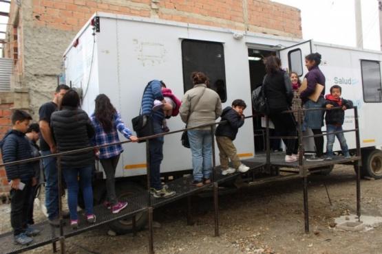 El tráiler de salud visitó la Asociación Pro-ayuda del B° San Benito