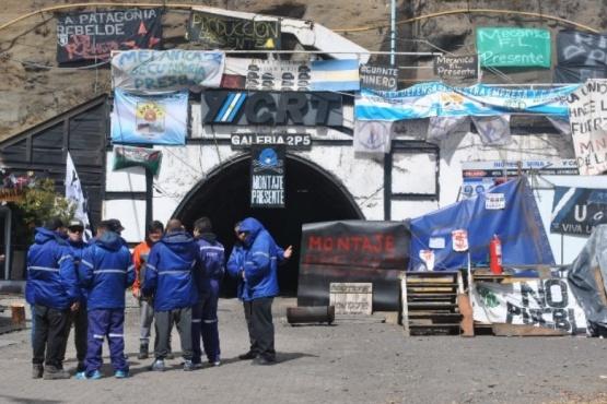 Mineros presentaron amparo para cuidar el trabajo y por temor a privatización