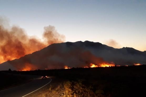 El incendio en Epuyén sigue fuera de control