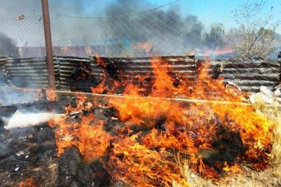 Se quemaron pastizales y basura en el San Benito