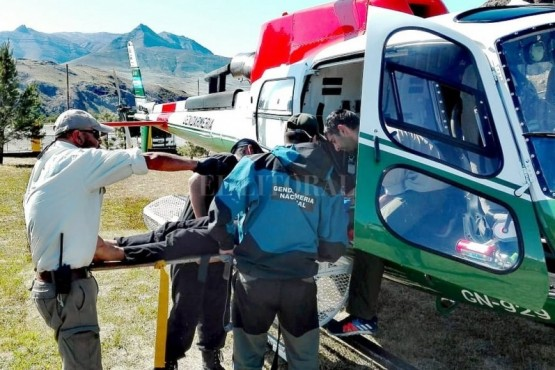 Un helicóptero de Gendarmería Nacional evacuó al escalador a El Calafate.