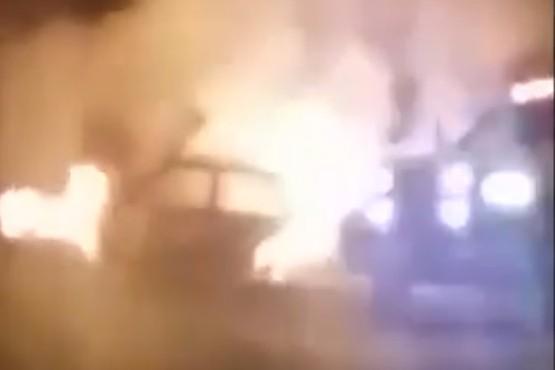 Se incendió un auto en plena calle