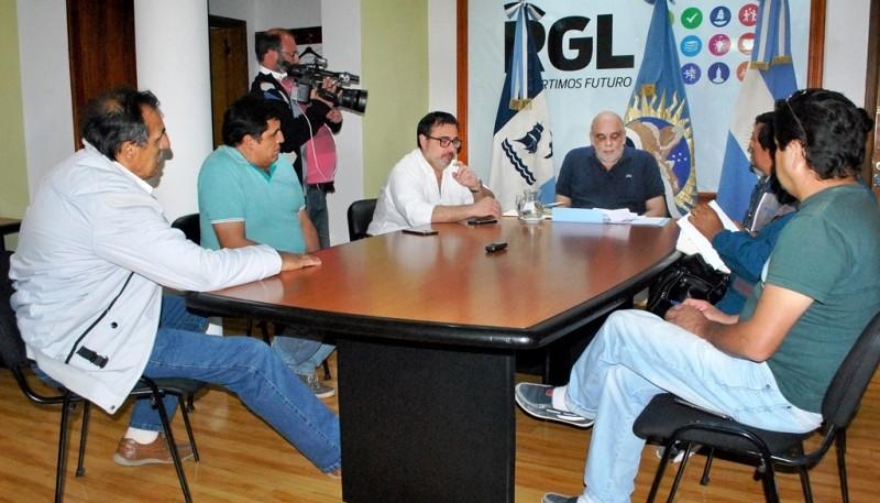 Vecinos escucharon los detalles del nuevo contrato (J.C.C)