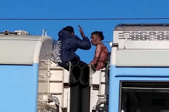 Murió uno de los jóvenes que recibió una descarga en el techo del tren Roca