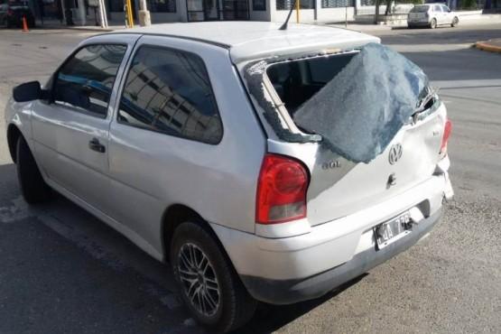 Esperaba el semáforo en Av. Kirchner y lo chocaron