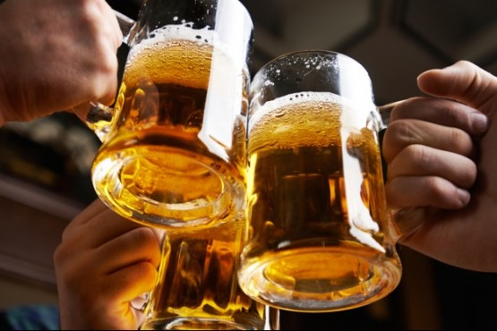 Un estudio reveló que tomar 3 litros de alcohol por semana sería beneficioso para la salud