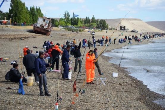 Más de 530 pescadores participan del concurso
