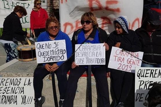 Empleadas municipales encadenadas y con huelga de hambre