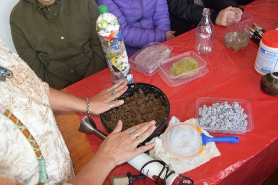 Se realizó un taller de técnicas artísticas para el reciclaje
