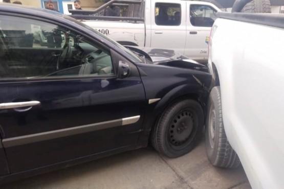 En estado de ebriedad, chocó dos autos estacionados