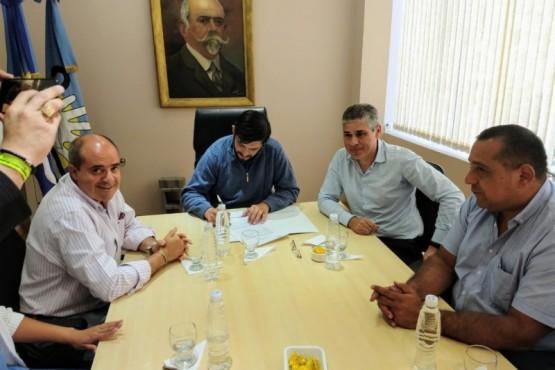 Municipio de Perito Moreno firmó convenio con el Gobierno