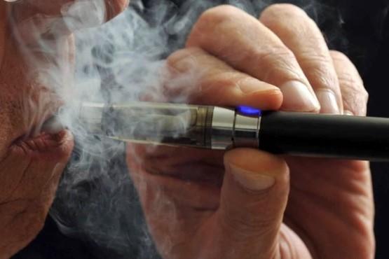 Cigarrillos electrónicos disparan el consumo de nicotina entre los jóvenes en EEUU