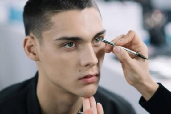 Es tendencia: cada vez más hombres usan maquillaje