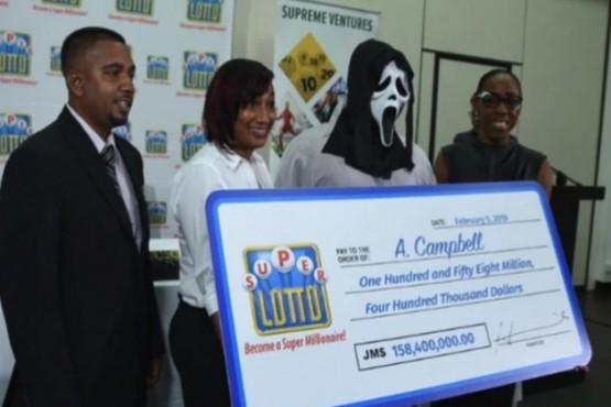 Ganador de la lotería se disfrazó para no compartir el premio con su familia y amigos