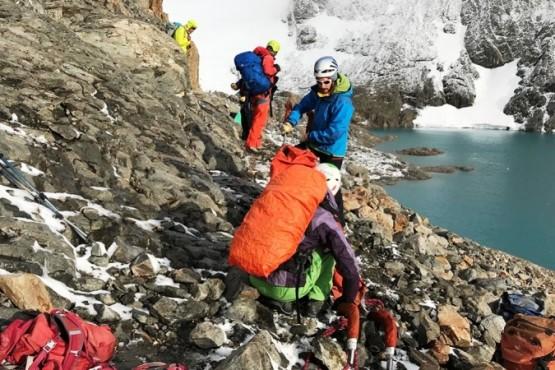 El alpinista español será operado del pie a fines de mes