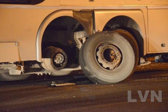 Pudo ser una tragedia: colectivo perdió dos ruedas cuando salía de Caleta