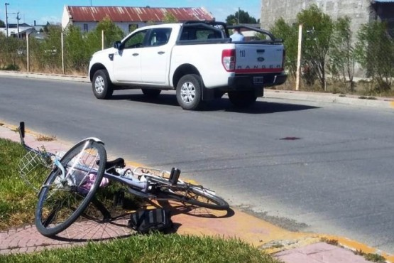Una ciclista fue atropellada en la costanera de Río Gallegos