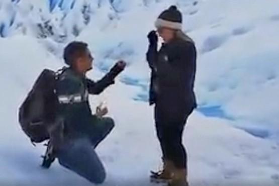 Vivan los novios: la propuesta de casamiento en el Glaciar