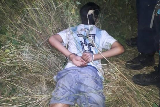 Joven de 19 años fue detenido cuando golpeaba a una mujer en un descampado