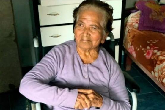 Ordenan a 14 hijos a que visiten a su madre de 84 años