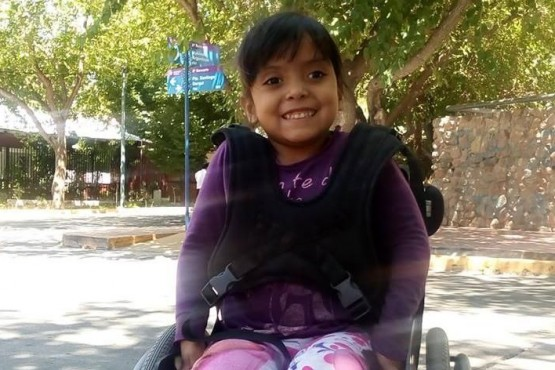 Un chofer de micro se negó a llevar a una nena en silla de ruedas porque