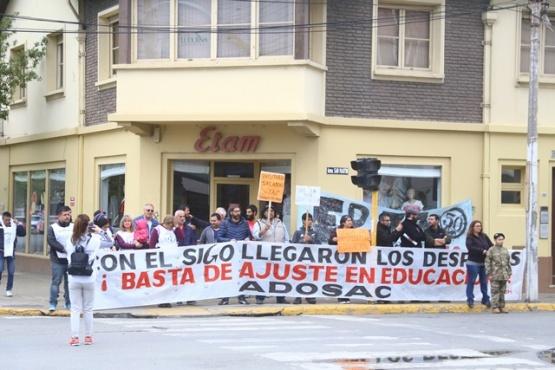 """Docentes manifestaron repudio al plan Sigo ante """"recortes y despidos masivos"""""""