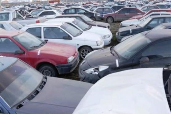 Serenos demoran a ladrón de autopartes