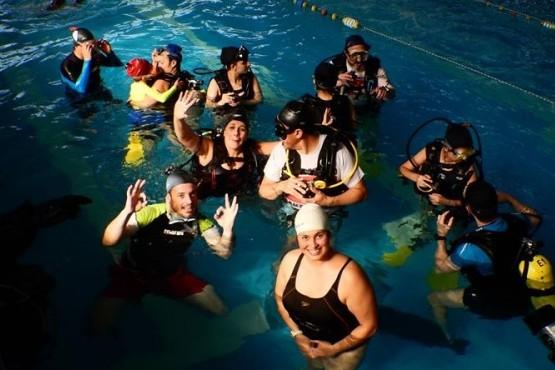 Educarse bajo el agua: la Escuela de Buceo invita a su curso