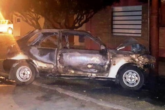 Conductor falleció por paro cardíaco y su auto se incendió luego de chocar