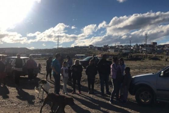 Vecinos cortan calle pidiendo redes de agua