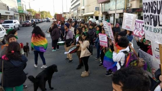 Río Gallegos se sumó al pañuelazo verde a favor de despenalizar el aborto
