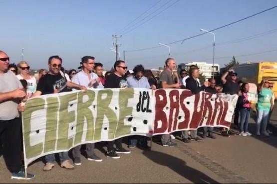 Vecinos piden el cierre del basural