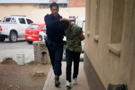 Detienen a joven por robar cerca de $100 mil y una notebook de una casa
