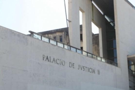 Un preso sacó un arma tumbera en pleno juicio